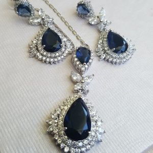 Jewelry - Beautiful silver and blue necklace set